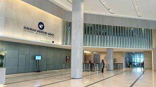 عمدة ميلانو..يهدد برفع دعوى قضائية لانتزاع حق استضافة مدينته لوكالة الأدوية الأوروبية