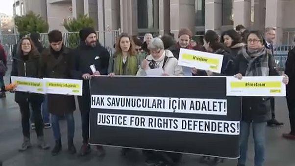 Emberi jogi aktivisták pere Törökországban