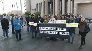 Liberdade condicional para presidente da Amnistia Internacional da Turquia