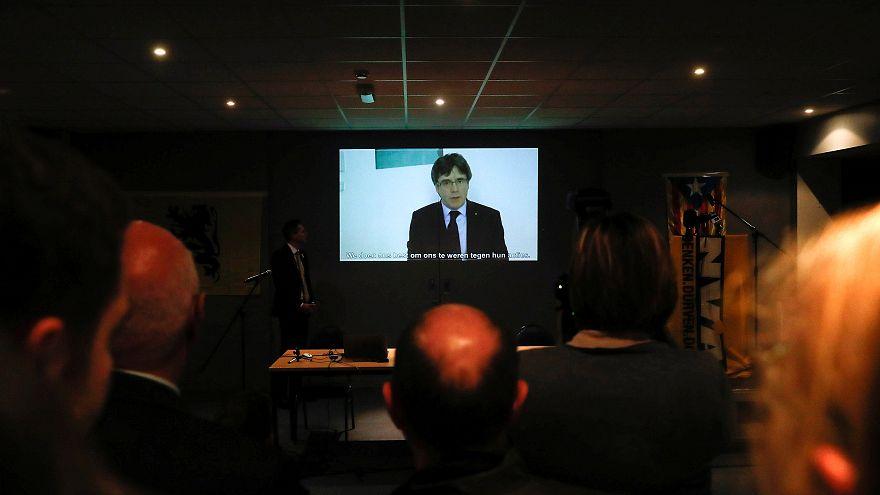 Catalogna: Puigdemont detta l'agenda anche a distanza