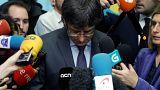 """""""È finita, mi hanno sacrificato"""" Puigdemont getta la spugna"""