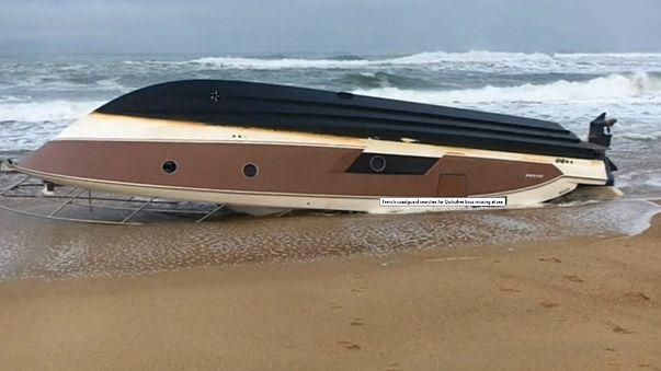 Barco de Pierre Agnès encalhou numa praia de Hossegor
