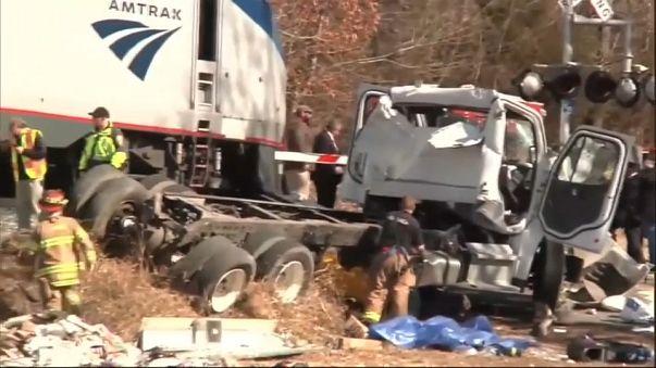 Muere una persona en el accidente de un tren en el que viajaban congresistas de EE UU
