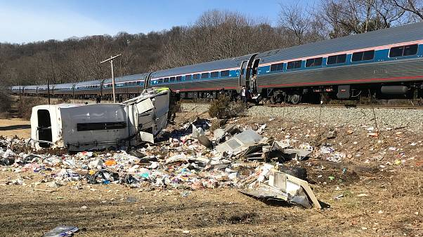 Поезд с конгрессменами столкнулся с мусоровозом