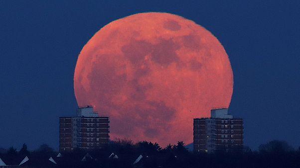 Lenyűgöző képek a Holdról