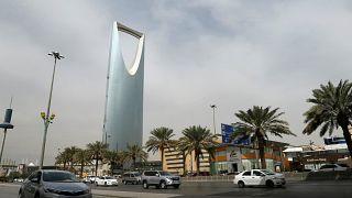 السعودية تمنع وظائف على الأجانب في اثنيْ عشر قطاعاً