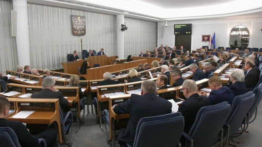 """Polonia impondrá penas de cárcel por referirse a """"campos de concentración polacos"""" en la II GM"""