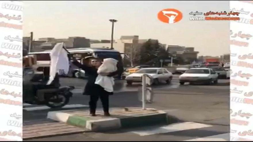 Weiße Mittwoche: Irans Frauen zeigen Flagge