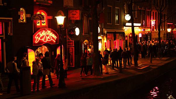 گروههای گردشگران باید به فروشگاههای سکس آمستردام «پشت کنند»