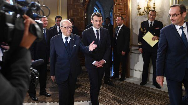 الرئيس الفرنسي في تونس يخالف بخطابه أسلافه
