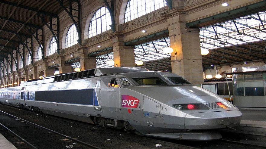 """القضاء الفرنسي ينصف """"العمال المغاربة"""" على حساب شركة نقل السكك الحديدية"""