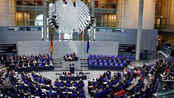 Alemanha restrige entrada de refugiados e familiares