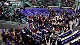 البرلمان الألماني يصدم اللاجئين بموافقته على وقف لمّ شمل عائلاتهم