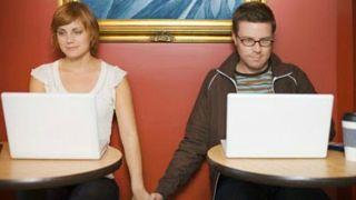 واحد من كل ثلاثة أزواج يتابع البحث عن شريك على الإنترنت