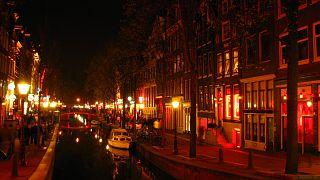 """أمستردام تعيد تنظيم """"منطقة الضوء الأحمر"""""""