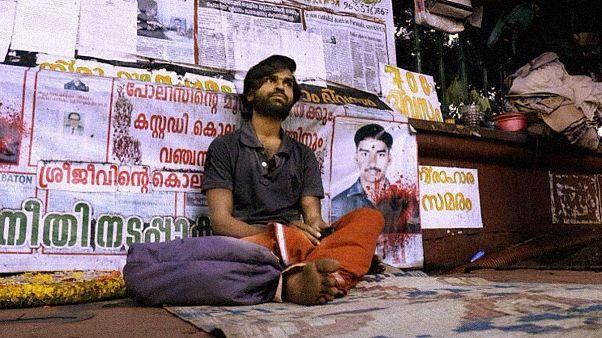 پایان اعتصاب مرد هندی پس از ۷۸۲ روز با آغاز تحقیقات درباره مرگ برادرش