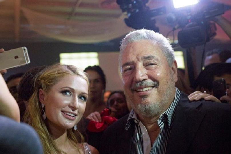 فيدل كاسترو دياز بالارت نجل زعيم الثورة الكوبية الراحل فيدل كاسترو مع الممثلة باريس هيلتون في هافانا بكوبا