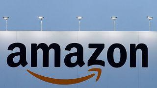 """Σάλος στην Ιταλία για το """"βραχιολάκι"""" της Amazon"""
