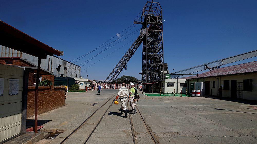 إنقاذ 955 عاملاً علقوا لأكثر من 24 ساعة بمنجم بجنوب إفريقيا   Euronews