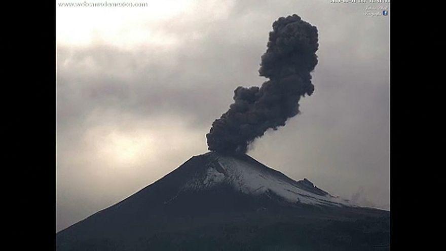 Εντυπωσιακές εικόνες από το ηφαίστειο Ποποκατεπέλτ στο Μεξικό