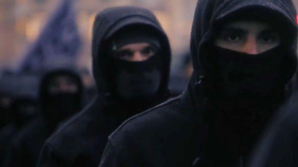 Ucraina, 600 paramilitari neo-nazi sfilano nella capitale