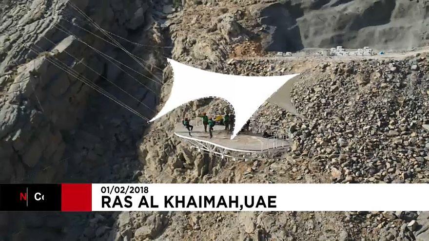 A világ leghosszabb átcsúszó kötélpályáját avatták fel az Egyesült Arab Emírségekben