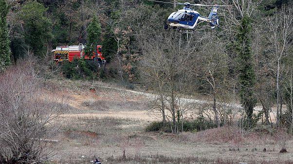 Вертолёт жандармерии садится рядом с местом крушения