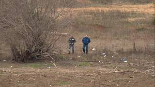 Policías y militares supervisan la zona del accidente