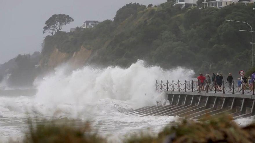 Vague impressionnante sur le littoral néo-zélandais.