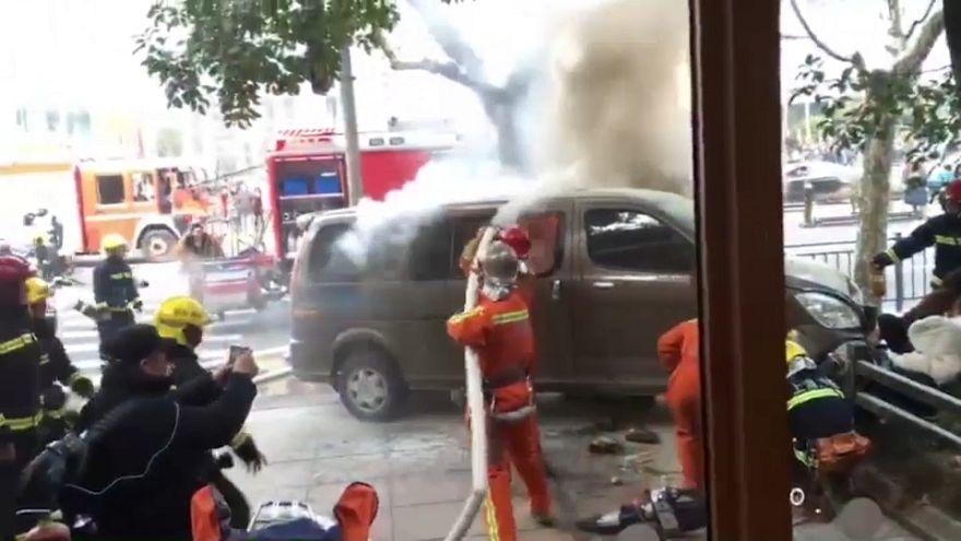 سيجارة تتسبب في اشتعال شاحنة في الصين