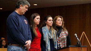 والد فتيات تعرّضن لاعتداء جنسي يهاجم المتهم في قاعة المحكمة