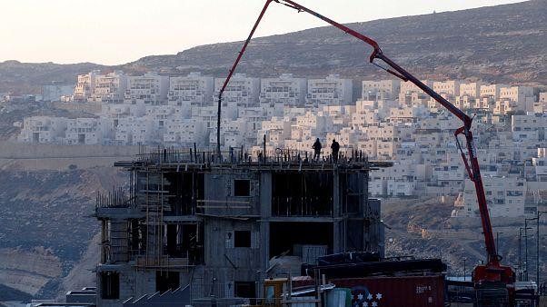Construção israelita em  Givat Zeev, território ocupado da Palestina