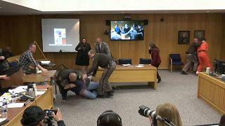 Tacizci doktora mahkemede saldırı