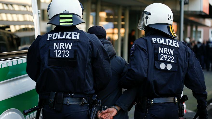 تركيا تعتقل 13 شخصاً عارضوا حملتها العسكرية في سوريا