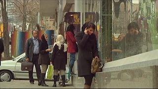 29 iranianas presas por protestos contra o hijab obrigatório