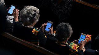 نائبات يلعبن كاندي كراش ويتابعن تويتر أثناء خطاب ترامب أمام الكونغرس