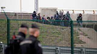 São cerca de 700 os migrantes que sonham com a passagem para o Reino Unido