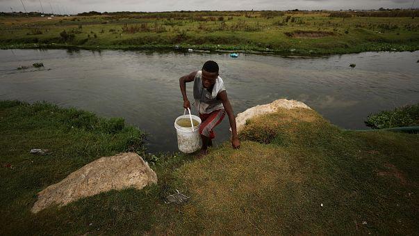 Susuz kent Cape Town'da su tüketimine kota