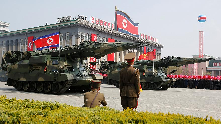 دبابات في عرض عسكري بكوريا الشمالية