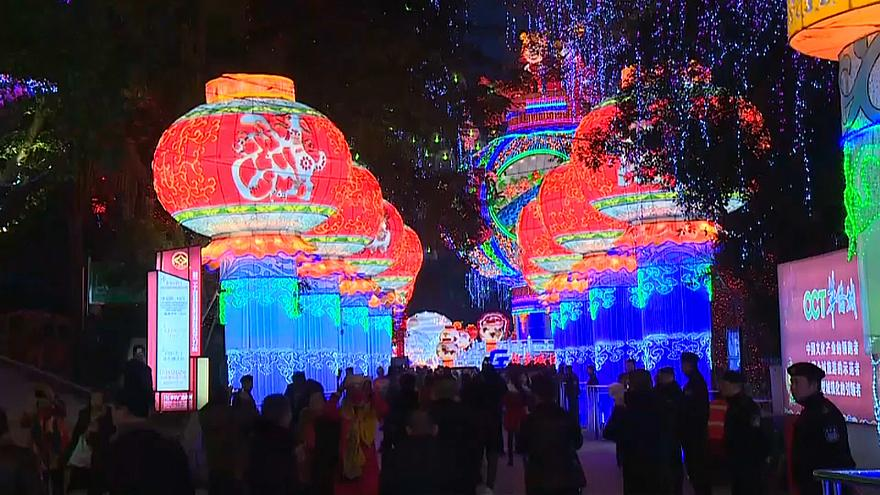 شاهد: مئات المصابيح المزخرفة تضيء مدنا صينية استعدادا لمهرجان الربيع