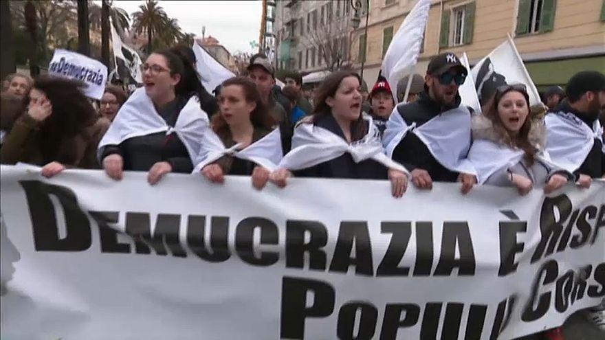 Corsica: nazionalisti in piazza contro la visita di Macron