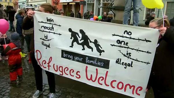 Germania: a Cottbus doppia manifestazione pro e contro i migranti