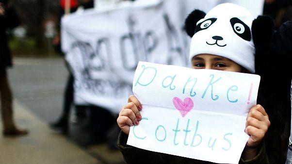 تظاهرات صدها آلمانی در حمایت از ورود پناهجویان به شهر کوتبوس