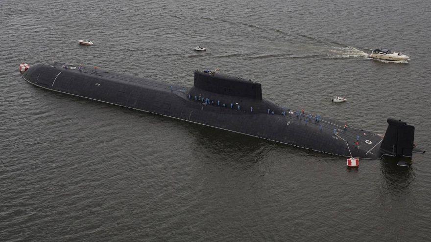 """صورة من الجو للغواصة النووية الروسية """"ديمتري دونسكوي"""""""