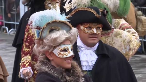 Maschere in piazza San Marco a Venezia per il Carnevale 2018