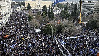 Atina'da 'Makedonya' protestosuna yüz binler katıldı