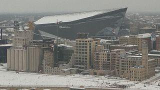 Fans brave the cold for Superbowl