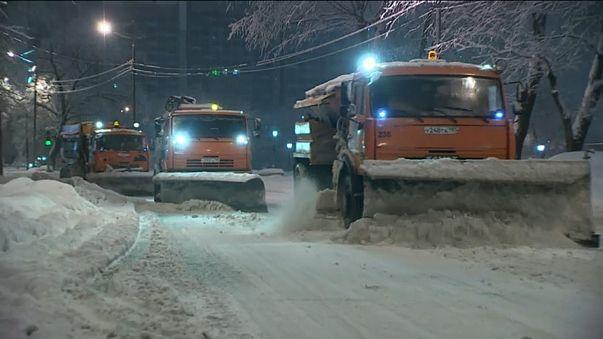Москва парализована из-за снегопада