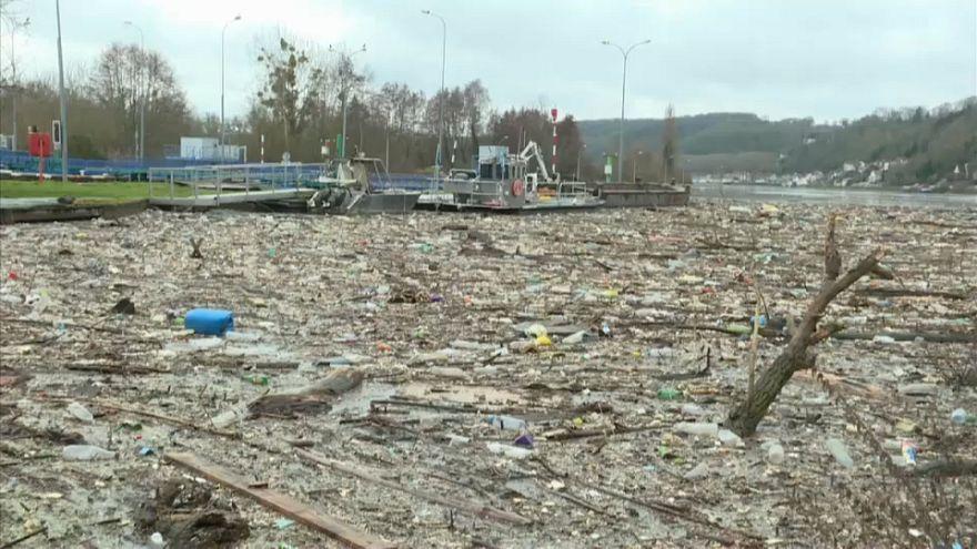 Un lac de déchets sur la Seine