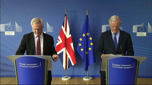 Barnier heads to UK for big Brexit week ahead